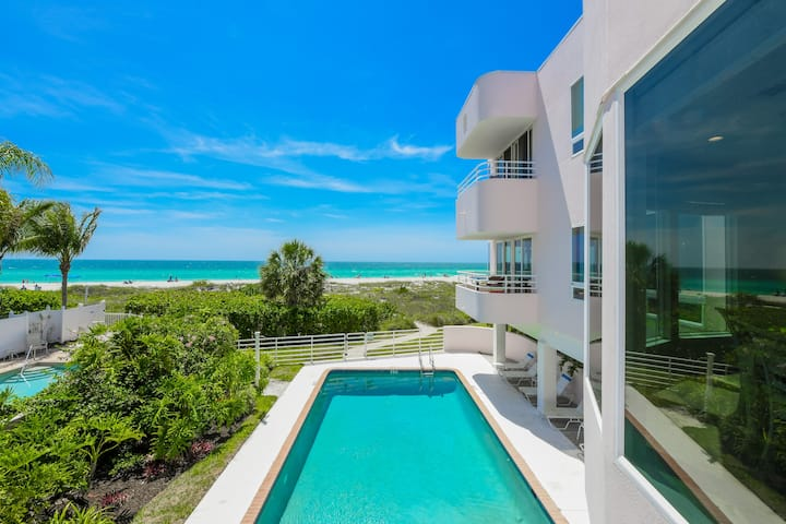 Beautiful beachfront 3 bedroom apartment, with views for days! Paradise awaits!