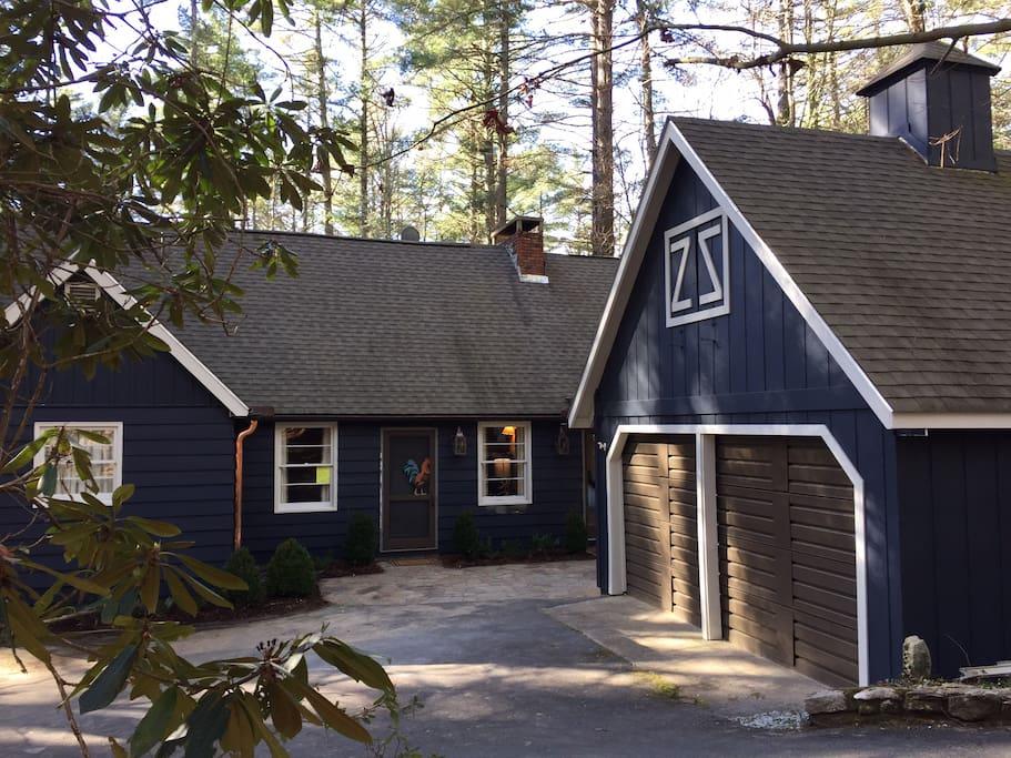Storybook cottage designer luxury houses for rent in for Storybook designer homes