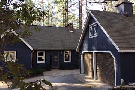 Storybook Cottage / Designer Luxury - ไฮแลนด์ - บ้าน