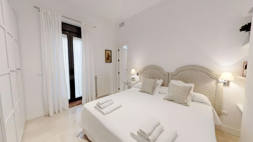 Sevilla Luxury Rentals - Alcazar II