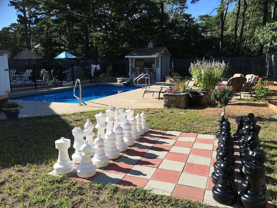 Put down those cell phones! Chess anyone?