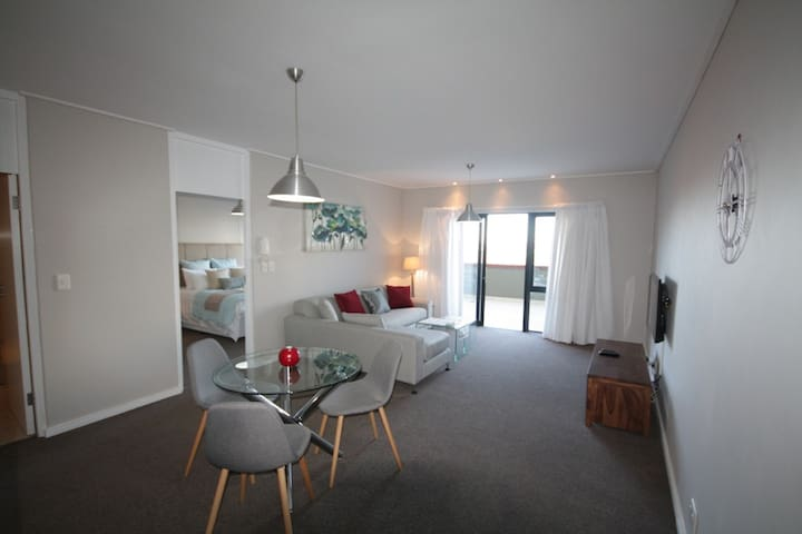 Spacious Century City Apartment, 507 Manhattan - Kaapstad