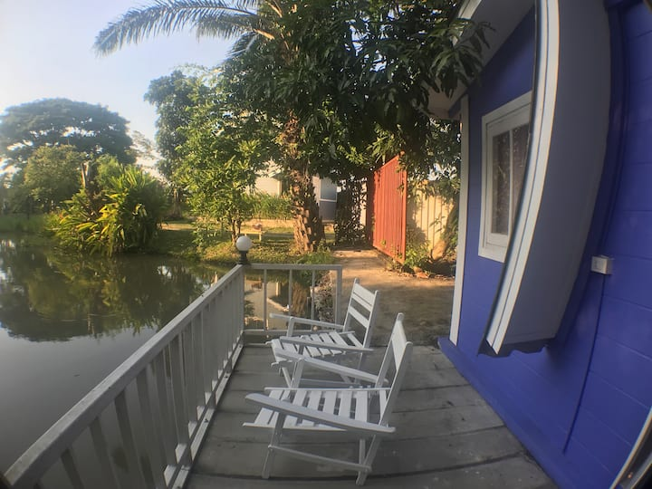 Bungalow house by water side บ้านริมน้ำ authentic 中文房东