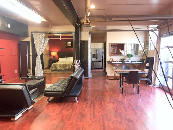Heart of Gaslamp/ Huge Downstairs Loft