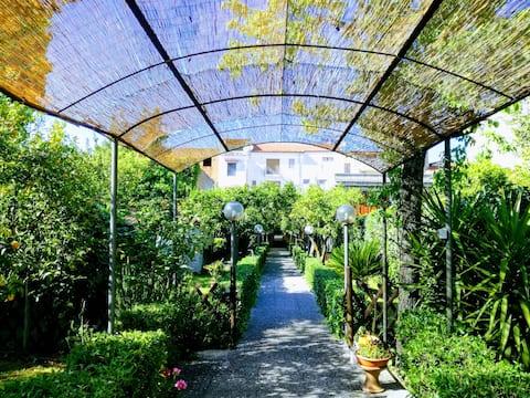 Residenza Caserta Sud - Appartamento con giardino