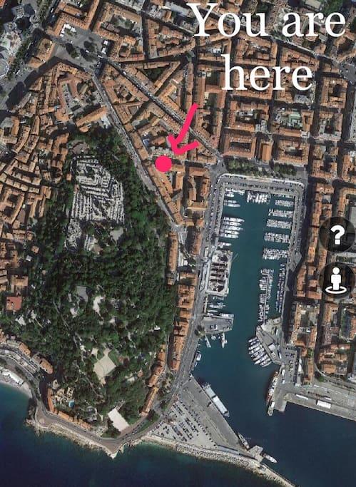 Emplacement idéale sur le port, à l'entrée du vieux Nice