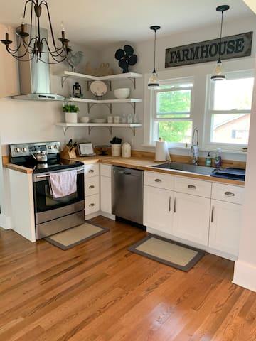 Blue Ridge Cottage w/ Breakfast & No Cleaning Fee!