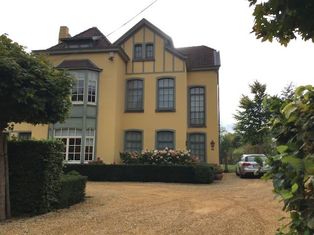 Chambre double dans maison de charme prox.La Hulpe - Overijse - Casa