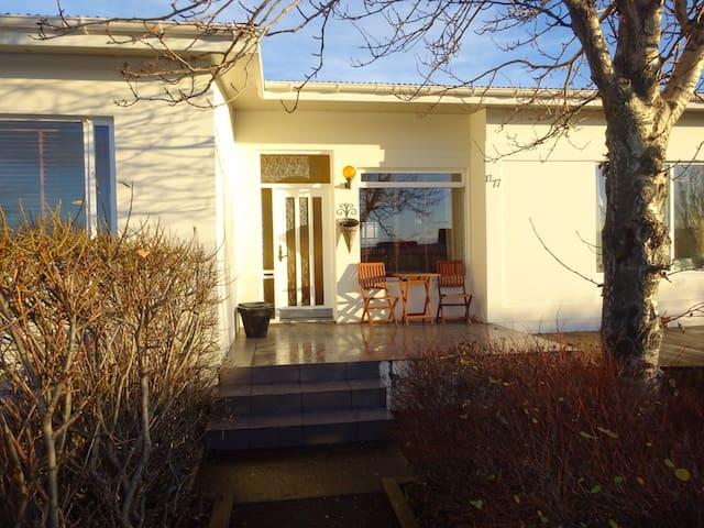 Cosy modern home in Vogar - Vogar - Dom