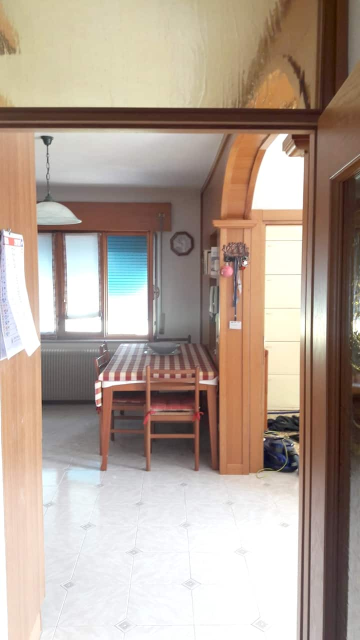 Apartment with 2 bedrooms in Feltre, with furnished balcony and WiFi - 15 km from the slopes