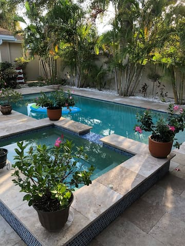 2 BR in-law apartment, 5 minute walk to DTSP!