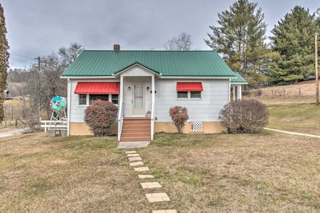 NEW! Scenic Countryside Cottage 3 Mi to New River!