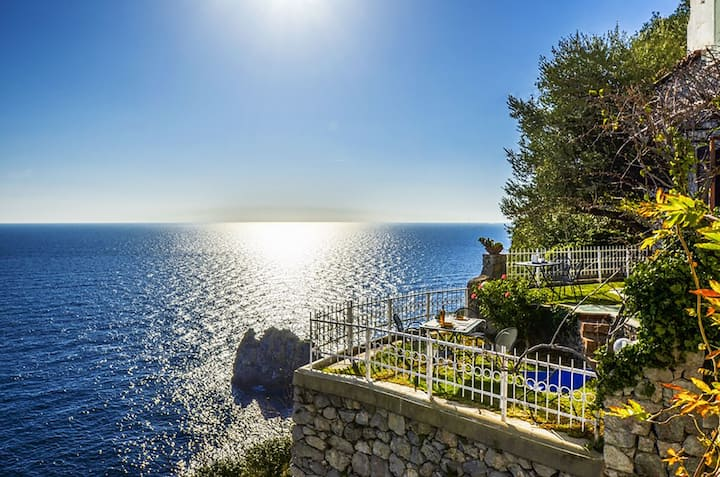 Sea View Casa Glicine with Private Terrace, Parking and Direct Access to the Sea