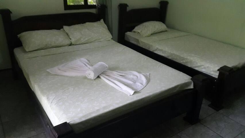 nuestra habitacion cuenta con aire - Ojochal - Bed & Breakfast