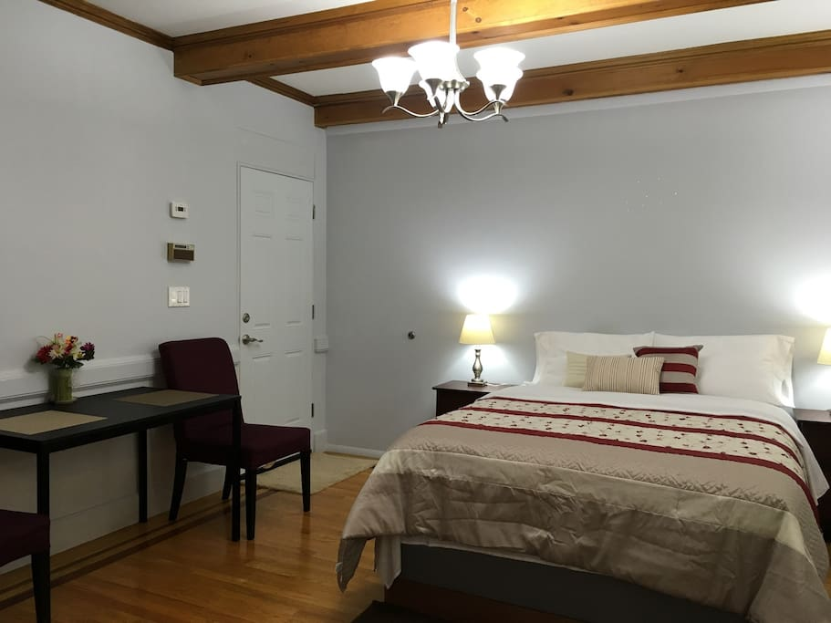 Large Private Bedroom Bath 2 Min Away From Subway Houses For Rent In B