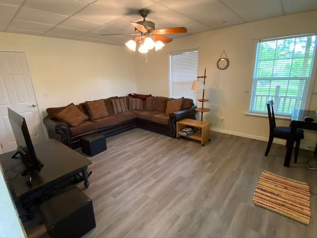 Beautiful 2 BED apartment sleeps up to 8 guests!
