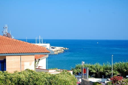 House Margherita sea view -150 meters from the sea - Townhouse