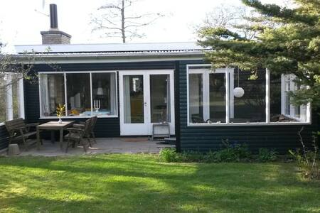 Klassisk sødt sommerhus ved strand - Vejby - Other