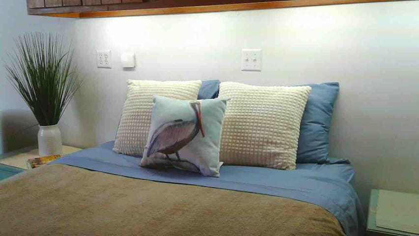 Luxury Queen Bed and Bedding.