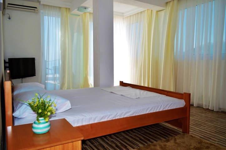 Однокомн. номер с видом на море в отеле 'Маслина' - Dobra Voda - ที่พักพร้อมอาหารเช้า