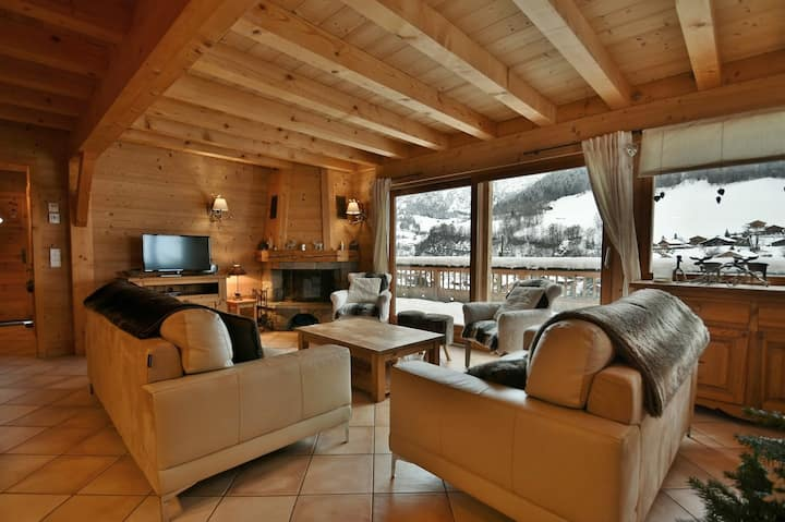 Luxury 86m² 4 bed apt, next to slopes, sleeps 8 with chimney & wifi!