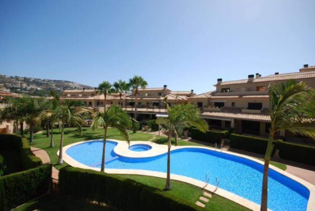 Apartamento con piscina gimnasio y paddle aptos en for Gimnasio javea