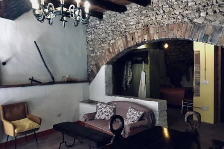 """""""La Cantina"""" casa medievale nel borgo di Casperia"""