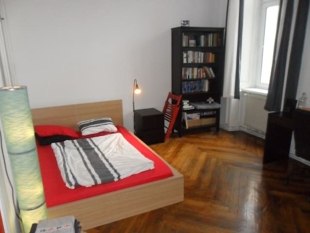 quiet room with sea view o_O in shared apartment - Vienna - Apartamento