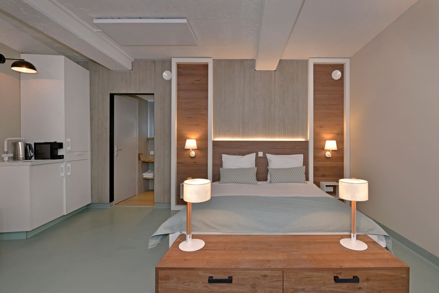 Beachroom. A luxury hotel suite right at the Beach of Vlissingen