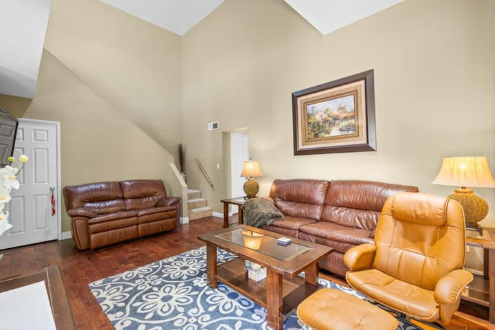 Rare, Clean-2BR located in the heart of Scottsdale
