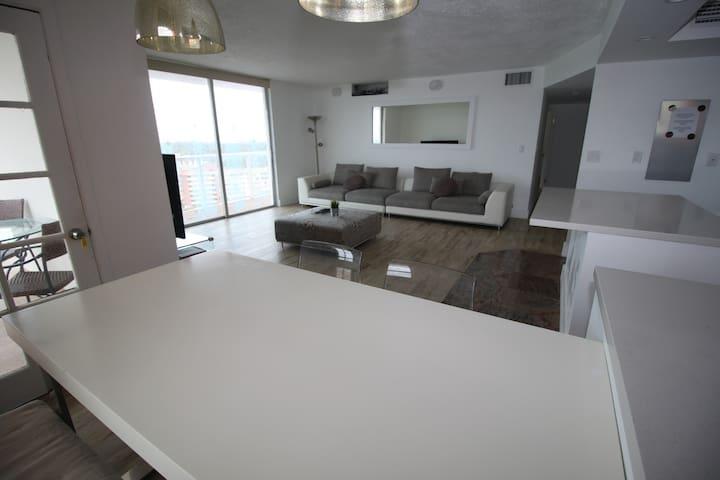 Penthouse 2/2 near Aventura Florida (Miami)