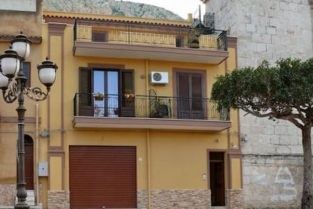Central and bright apartment - Capaci