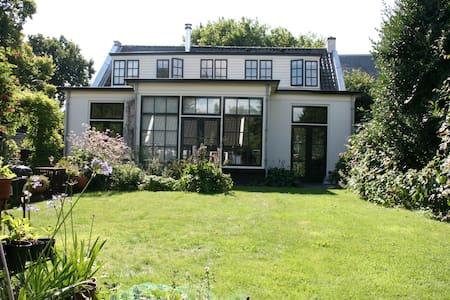 Lichte, sfeervolle kamer en suite,  Casa Myra - Loosdrecht
