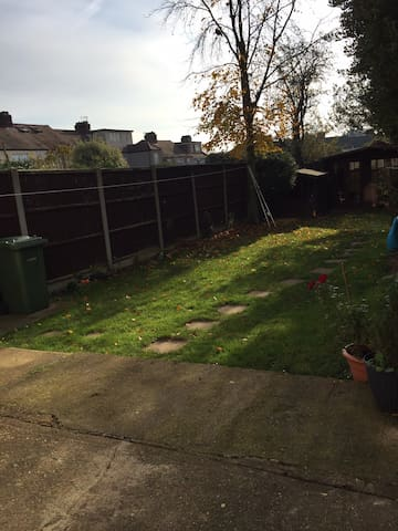 Beautiful double room in Collier Row - Romford