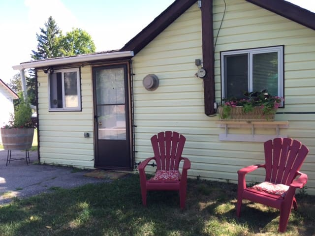Country Cabin -One-  by the Trent River