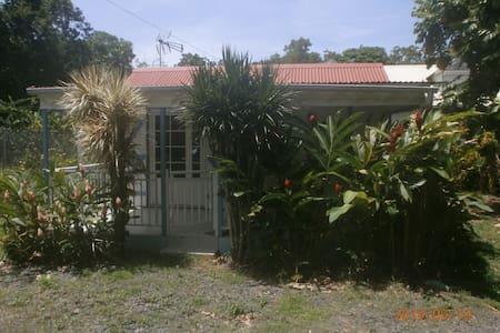 Case créole de l'Anse Caraïbe !...