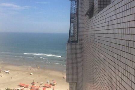 Delicioso apartamento em frente a praia. - Praia Grande - Apartament