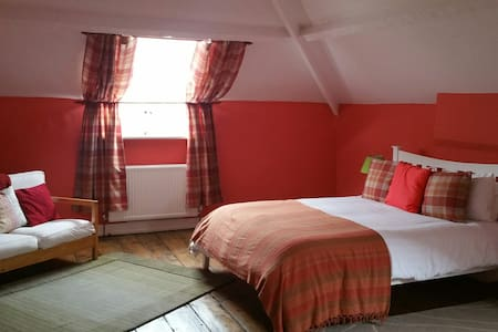 Country House  Attic Room, large and cosy. - 多塞特(Dorset)