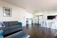 Light and bright 1-bed studio