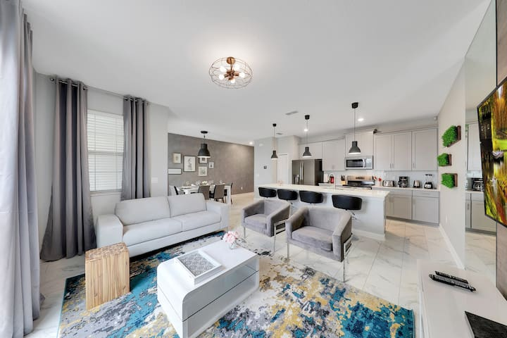 4BD/3BA Modern upgraded Townhome -private pool #55