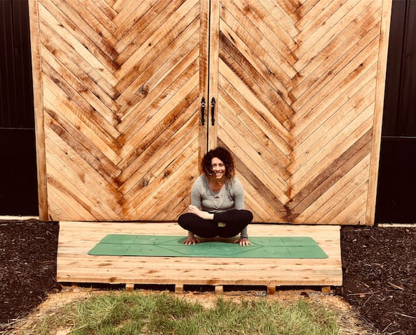 YOGA at your retreat! Classes instructed by Tammura Adreon 200RYT— she's absolutely incredible for traveling to our guest & providing an amazing flow — •private couple class $65 for 1 hour •group rates—(minimum of 5 guest) $15 per person / book both tiny houses (total sleeps 6) & reserve a yoga sesh for your group!!