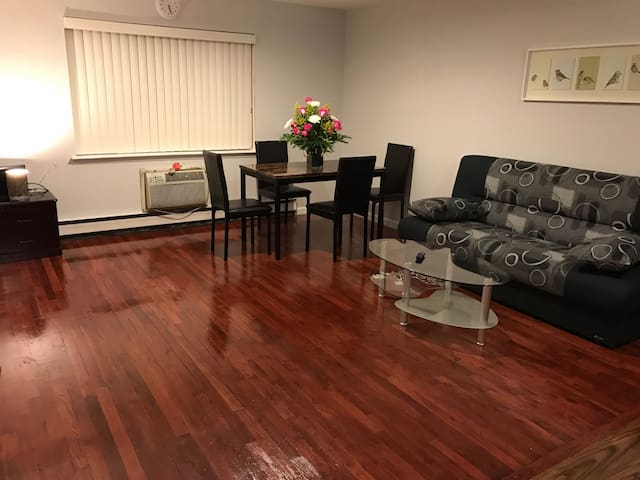 Beautiful sunny newly renovated Queens Apartment - Queens - Apartamento