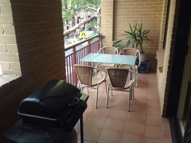 2 BR/2 Bath apartment in great location - Chippendale - Byt