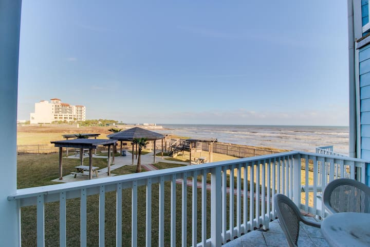 Always Sunny -Inviting waterfront condo with large deck and shared pool/hot tub!