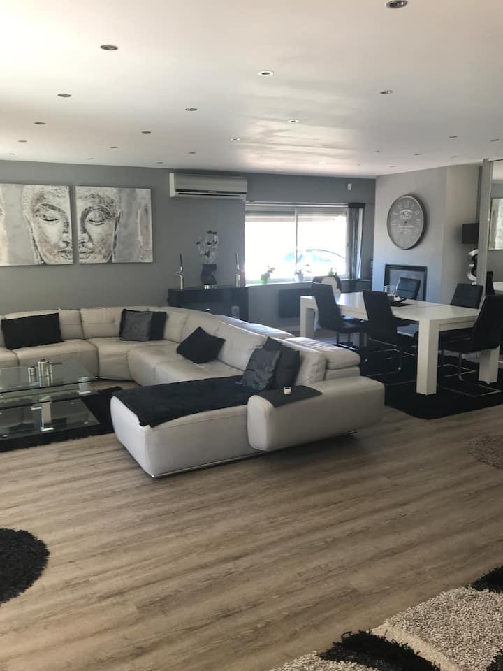 Chambre privés dans maison avec piscine et jardin