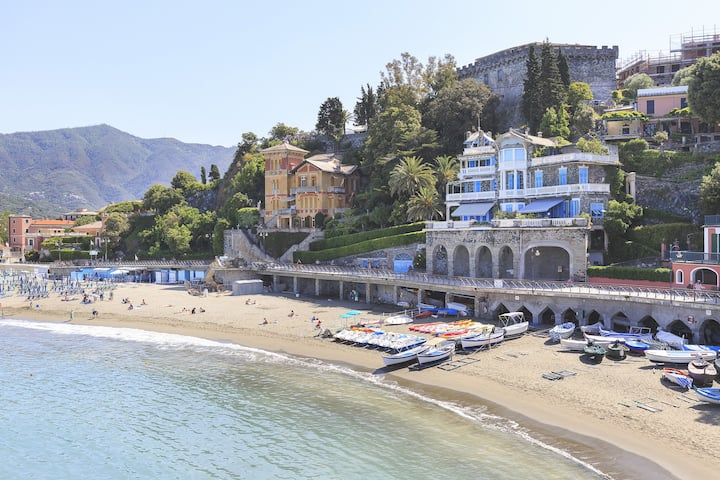 Seafront villa on the promenade! - Villa Celeste