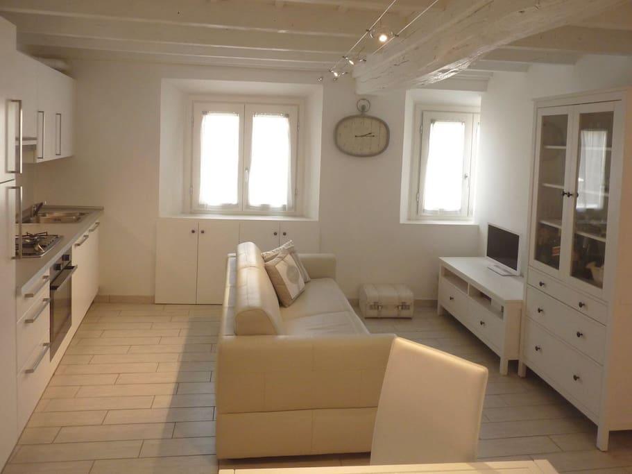 Soggiorno/Divano Letto - Living Room/Sofabed