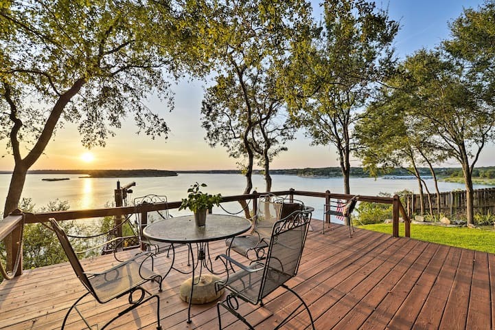 NEW! Lakefront Morgan's Point Resort Studio w/Deck