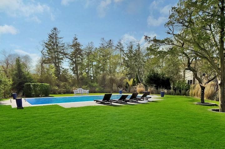 Pristine Peconic Bay Escape + Dog Friendly + Pool