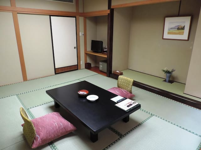 15min by car from Aizuwakamatsu Station★Private bath 50 min Free!♪(meals included) 会津若松駅から車で15分★貸切展望風呂1回(50分)無料!【朝食・夕食付】